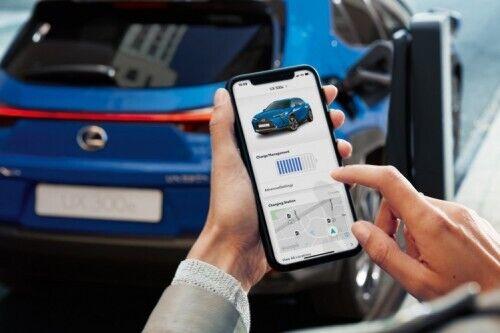 Приложение LexusLink позволит с помощью смартфона контролировать заряд батареи, запас хода и дистанционного управлять рядом функций