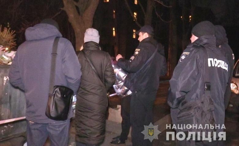 Правоохранители разыскивают женщину, которая оставила ребенка на улице