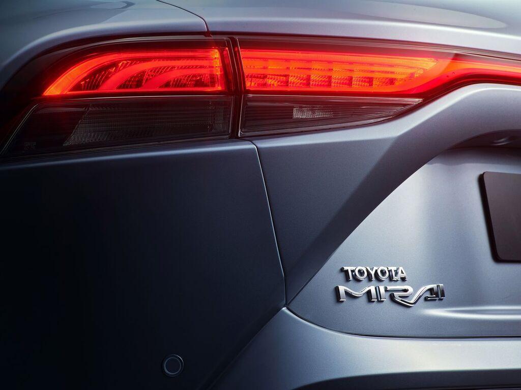 Серийный Toyota Mirai 2021