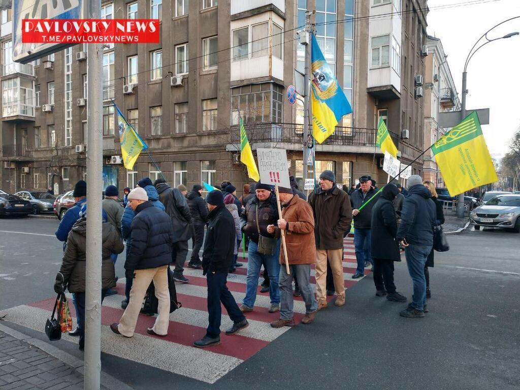 Також у центрі Києва почали перекривати дороги через протести