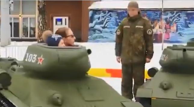 """В парке """"Сокольники"""" появились танки для детей"""
