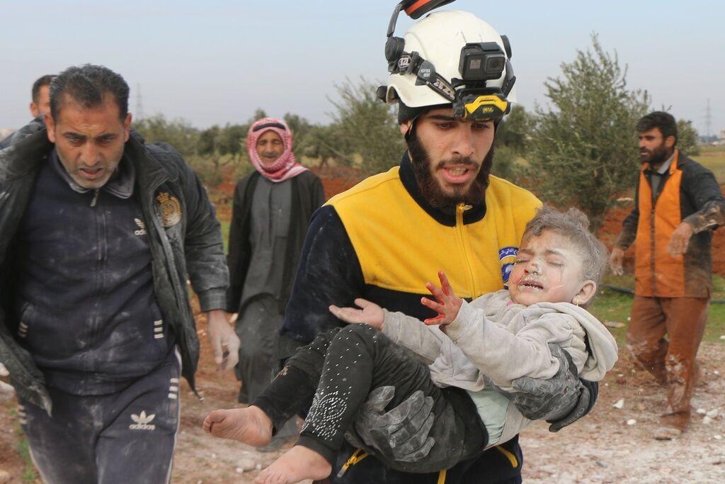 Рятувальники дістали дитину з-під уламків будинку