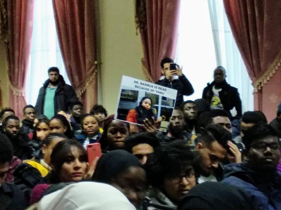 У Тернополі студенти влаштували протести після загибелі іноземки, яка не склала іспит