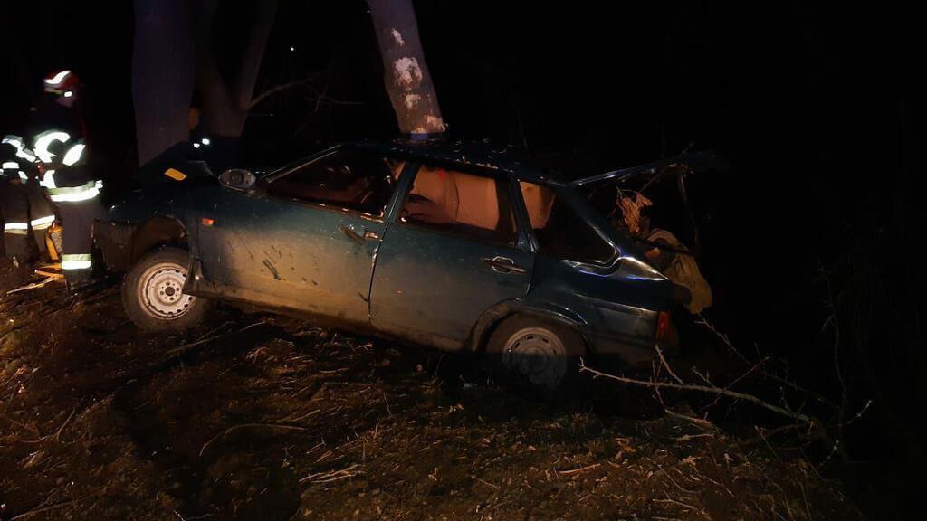 В Смеле машина врезалась в дерево
