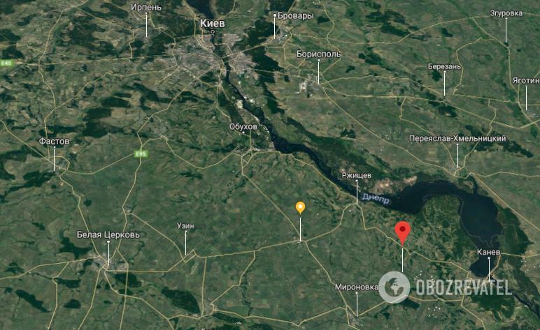 Под Киевом микроавтобус влетел в дерево: погибли двое людей