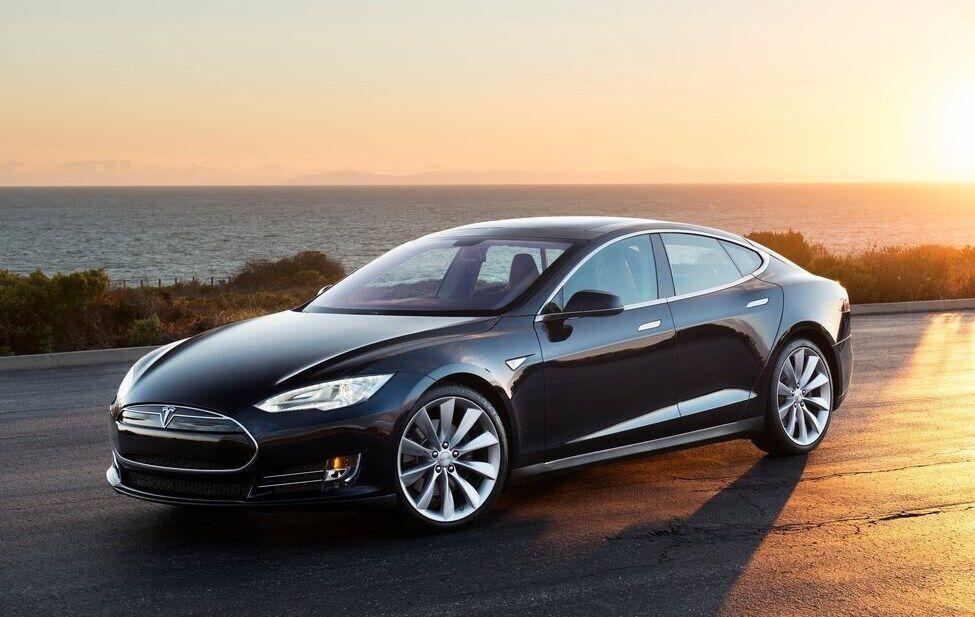 Tesla Model S виповнилося 8 років!