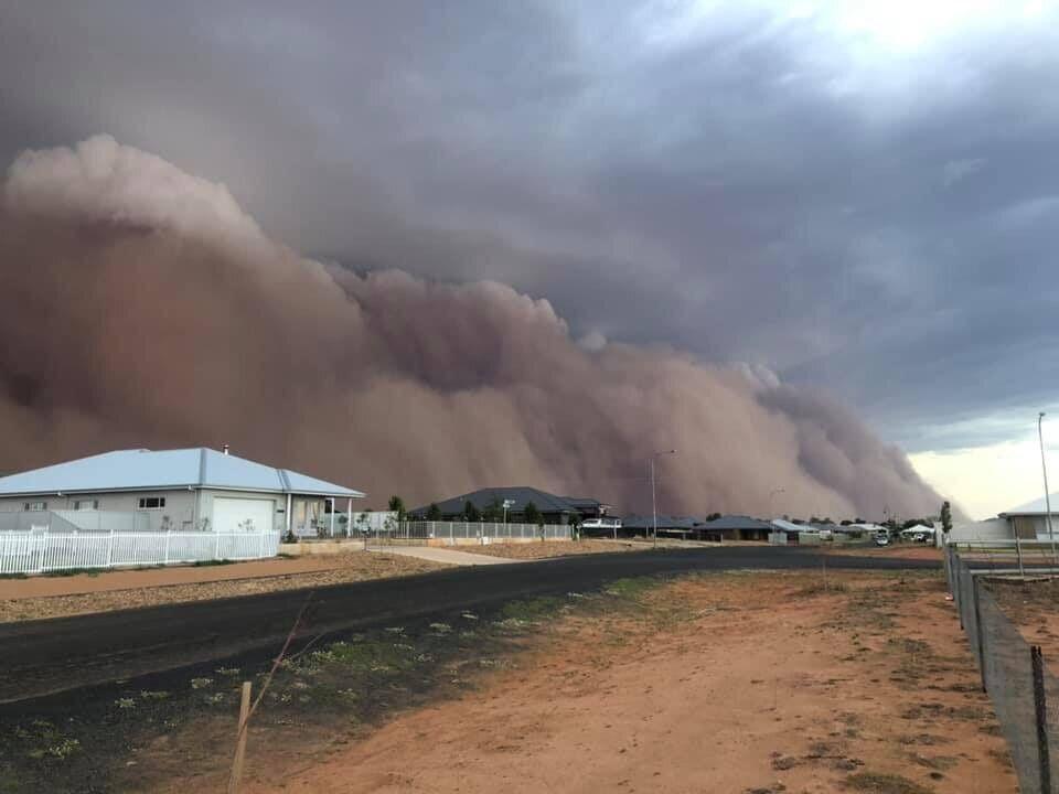 Пыльная буря в Австралии