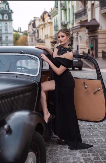 19-річна українка продає цноту