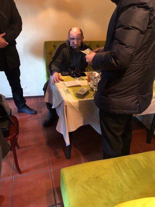 В Киеве поймали мошенников, продававших должность в колонии