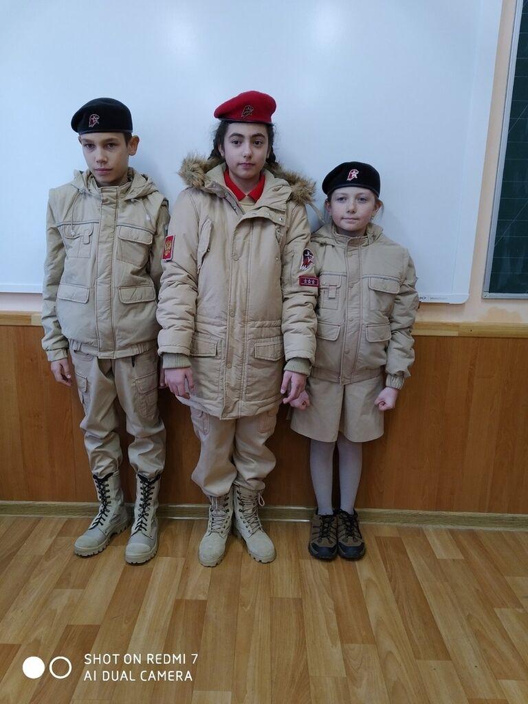 У Криму приміряли на дітей військову форму