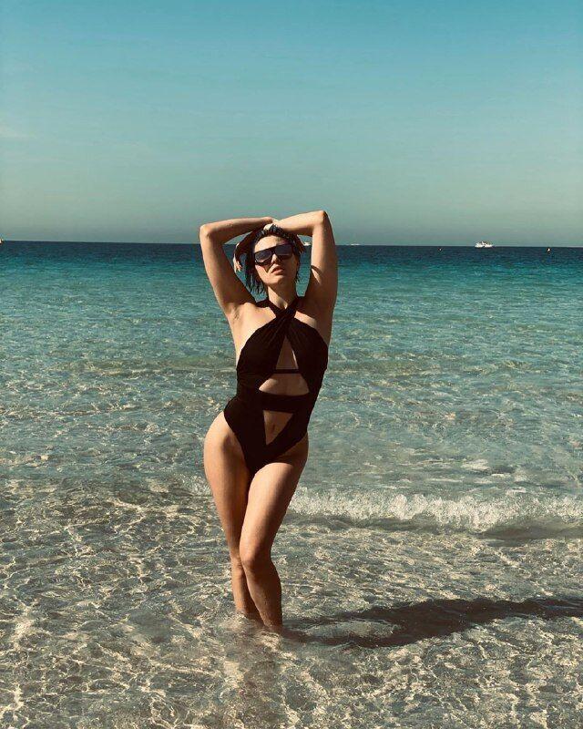 """""""А де груди?"""" Maruv блиснула фігурою на пляжі"""