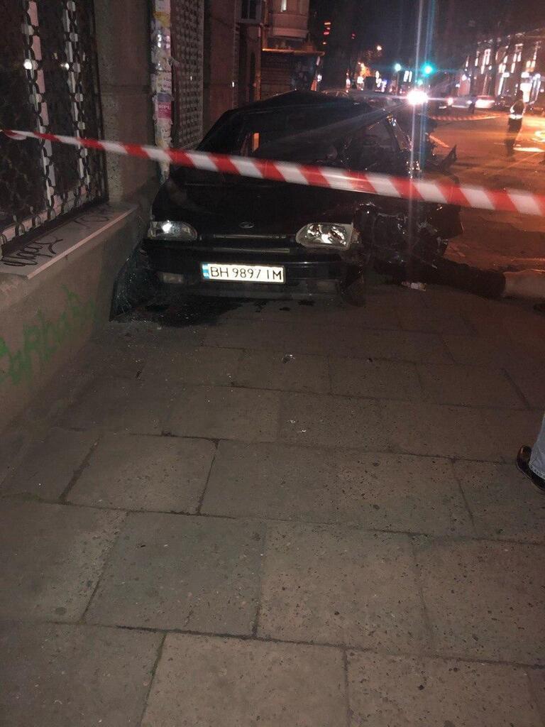 Porsche и ВАЗ устроили смертельное ДТП в центре Одессы