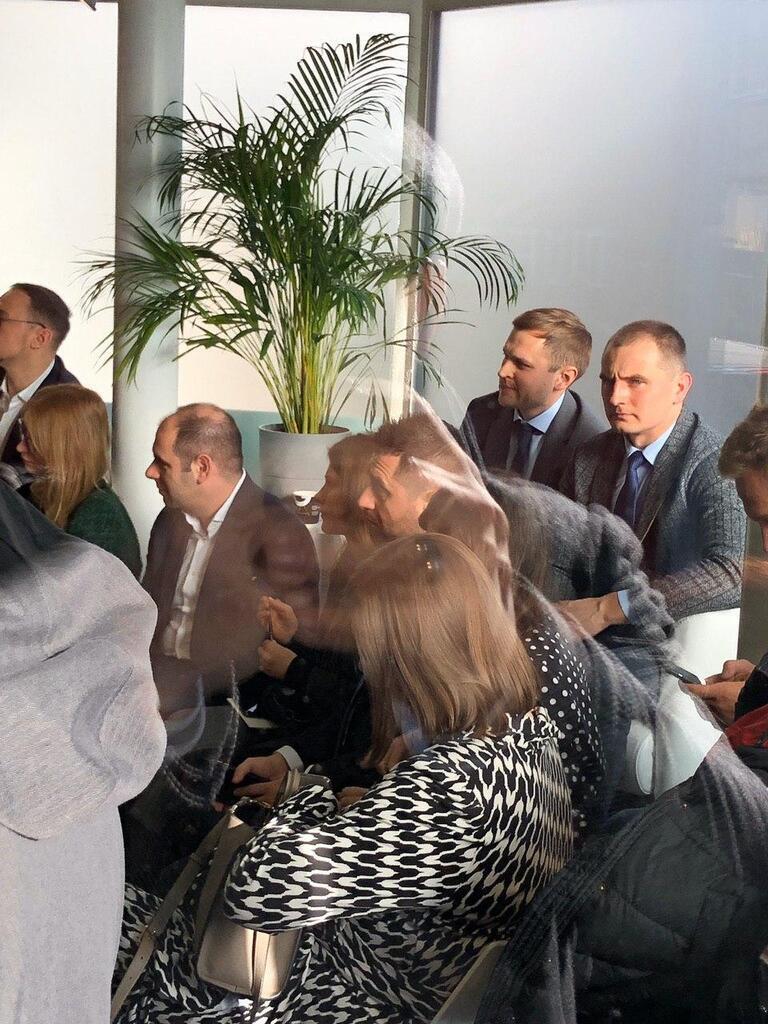 """Члены """"Слуги народа"""" встретились в Давосе с Кэмероном"""