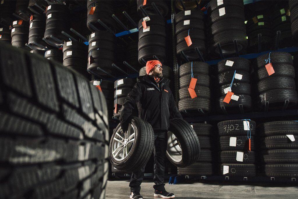 После плановой замены шин автовладелец может оставить несезонный комплект на складе шинного центра Vianor