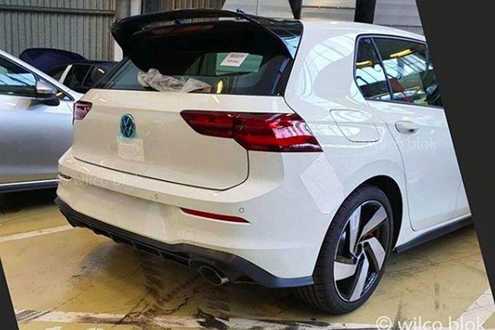 Крупные патрубки и спойлер – атрибуты VW Golf GTI