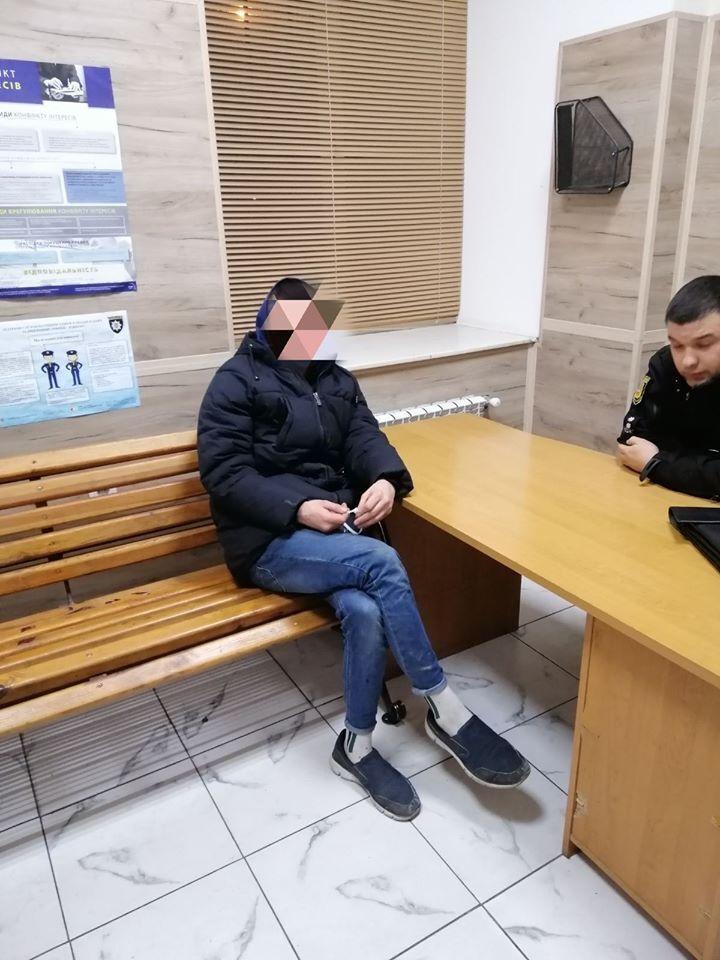 Пьяные подростки разгромили новогодние инсталляции в Одессе