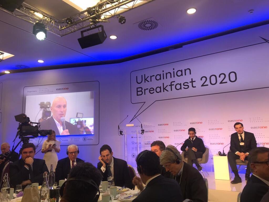 Гончарук в Давосе пообещал Ярославскому поддержку для украинского инвестора