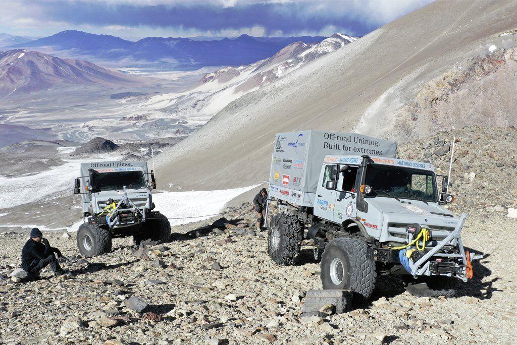 В восхождении приняли участи два специально подготовленных полноприводных Unimog U 5023