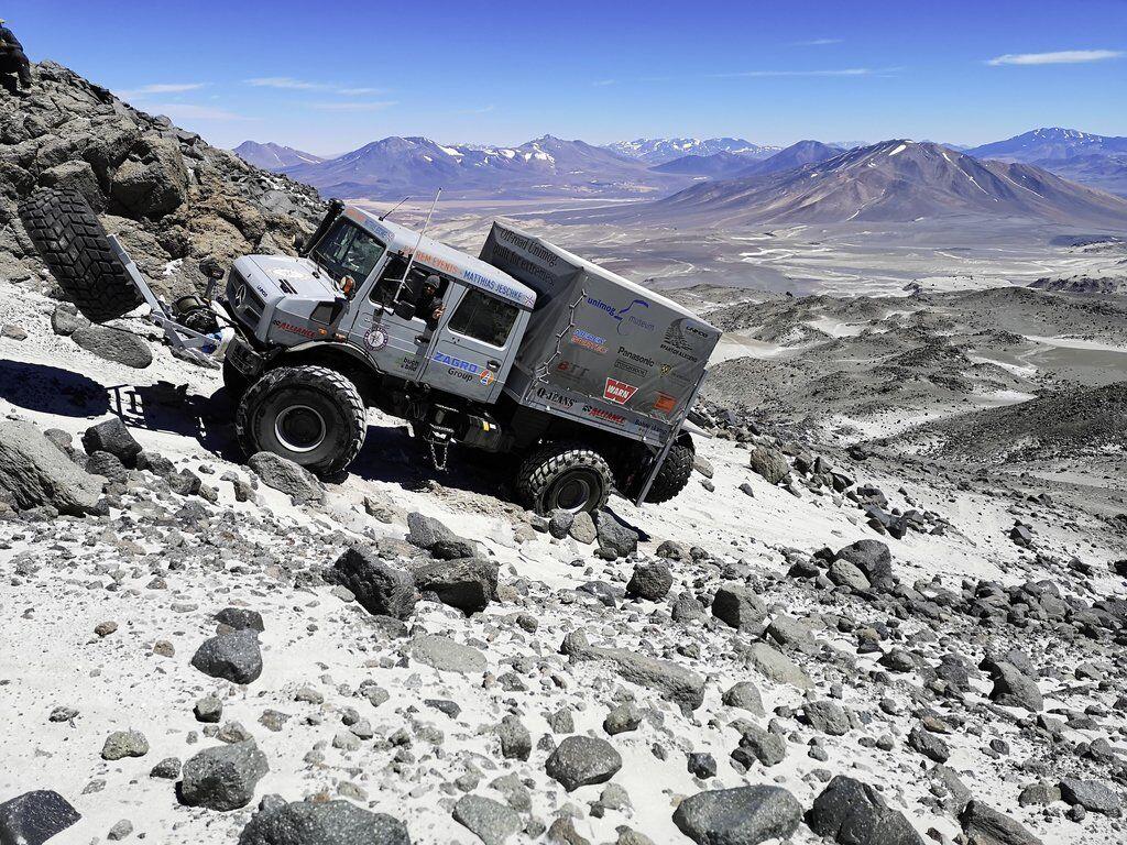 На вездеході установили специальные шины, мощные лебедки и специальную систему для изменения центра тяжести машины
