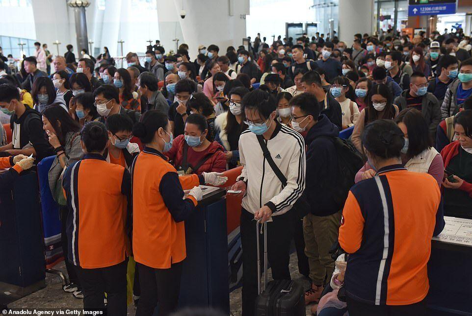 Черга в аеропорту Гонконгу