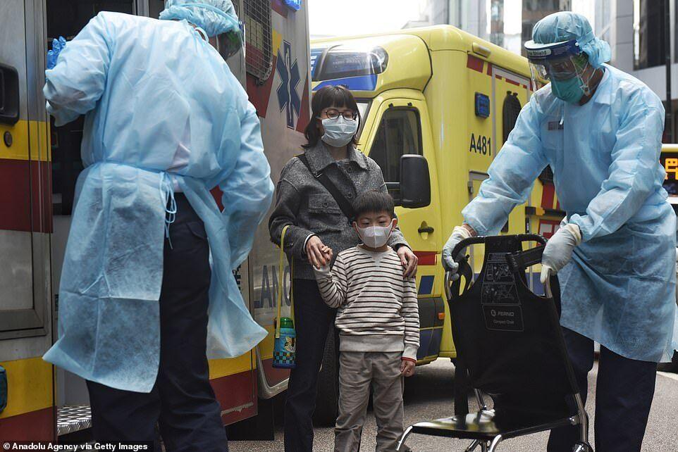 Люди в масках у Гонконзі