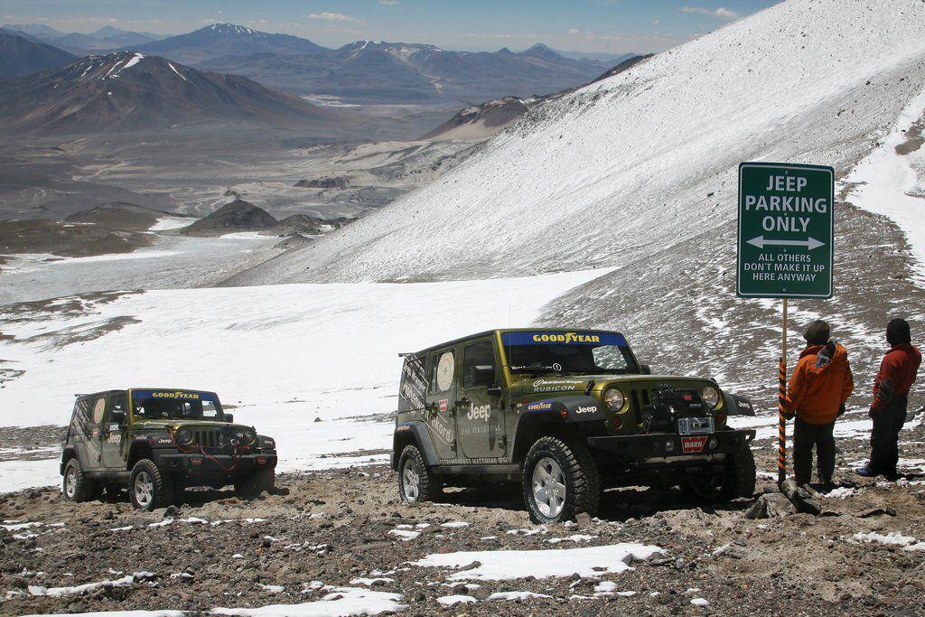 Маттиас Йешке смог добраться на Jeep Wrangler Unlimited Rubicon на высоту 6646 м.