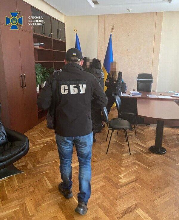 Чиновників Одеської ОДА спіймали на крадіжці 1,6 млн