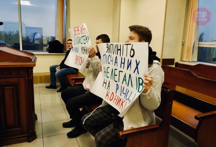 Видобуток піску під Києвом: журналісти заявили про свавілля влади