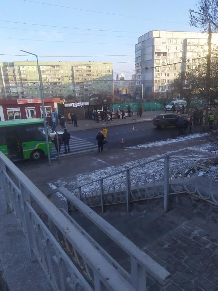 В Черкассах школьница попала под колеса внедорожника. Фото