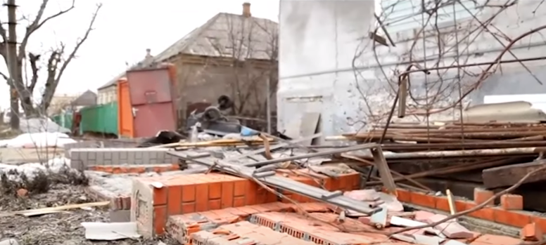 Разрушенный дом в Мариуполе