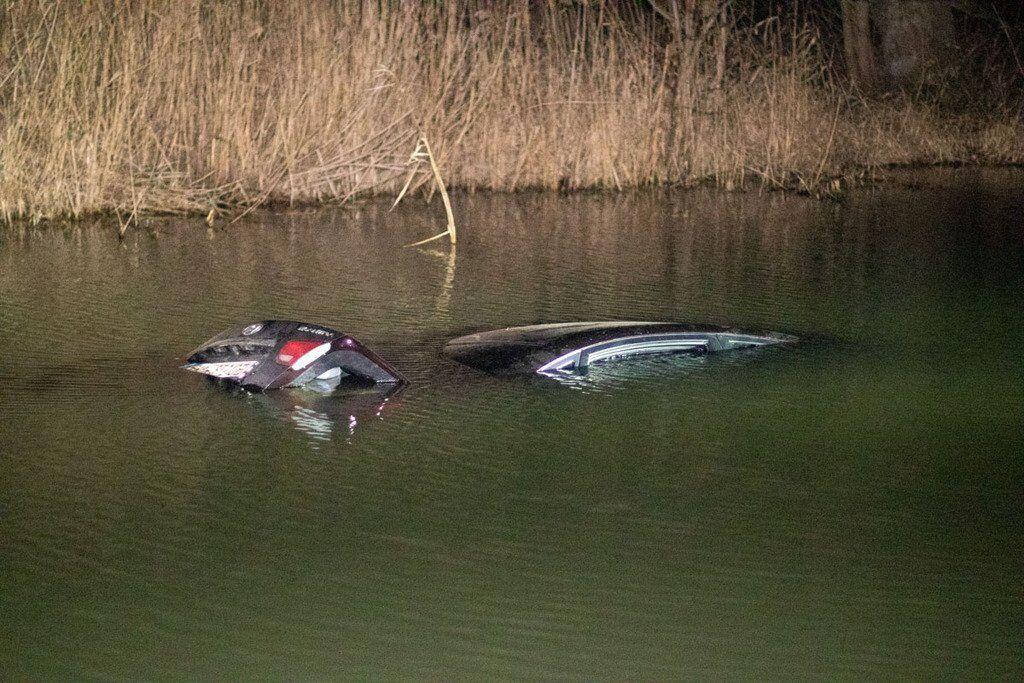 Авто звалилося в річку