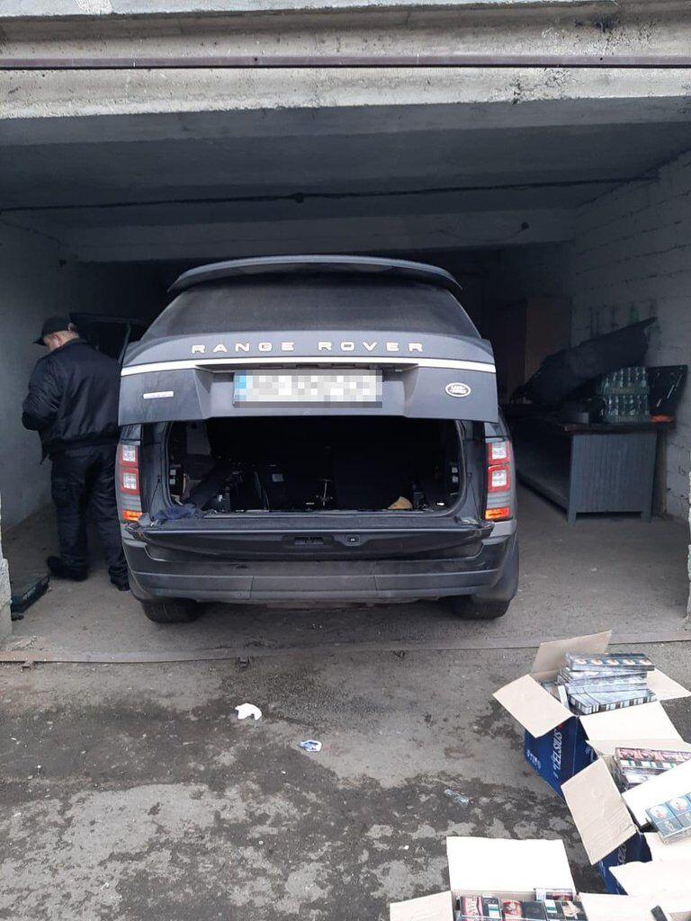 Украинца с контрабандой сигарет в Range Rover поймали на Закарпатье