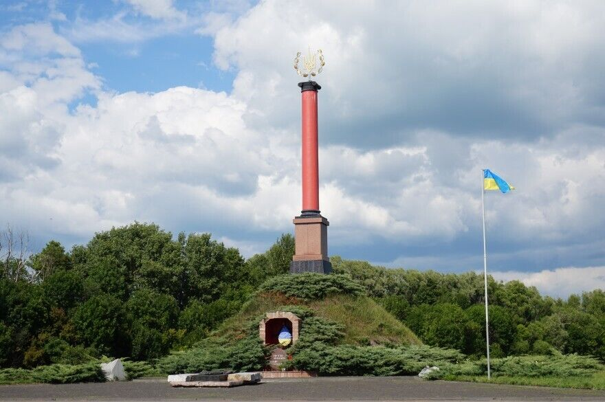 Мемориал памяти Героев Крут