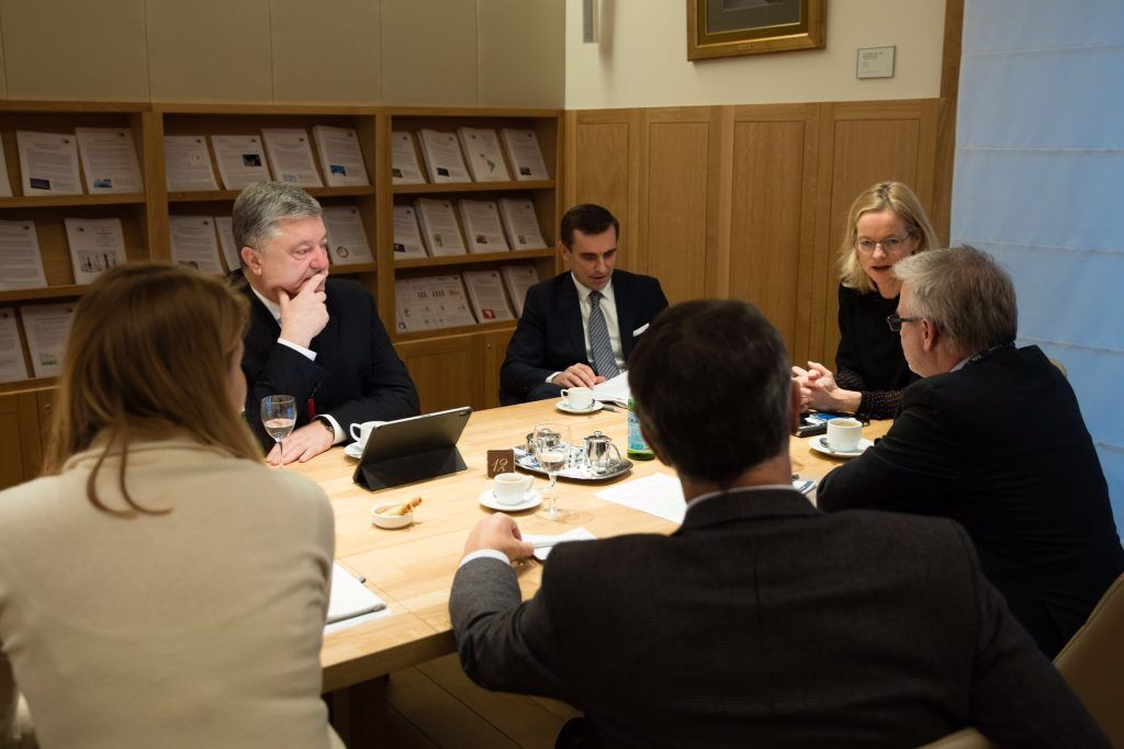 Порошенко встретился с депутатами Группы дружбы Украина в Брюсселе