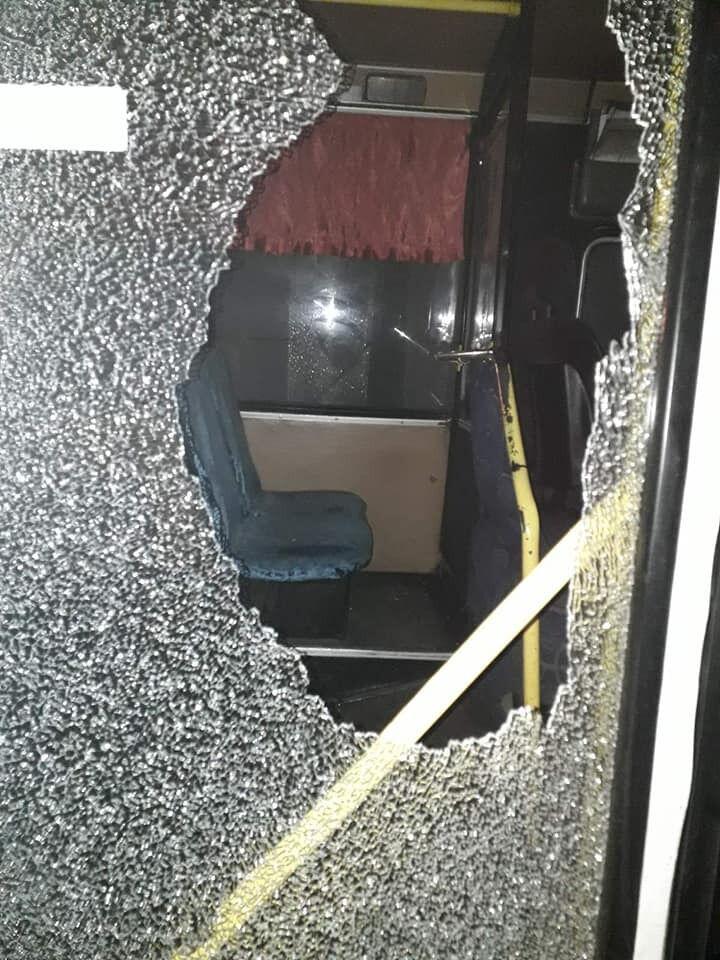 В Никополе напали на автобусы с пассажирами