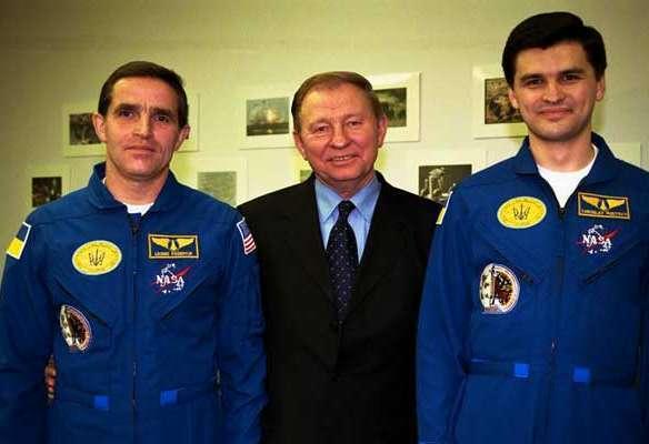 Леонид Каденюк и его дублер Ярослав Пустовой с президентом Леонидом Кучмой