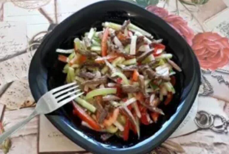 Рецепт неймовірного салату з м'ясом і овочами