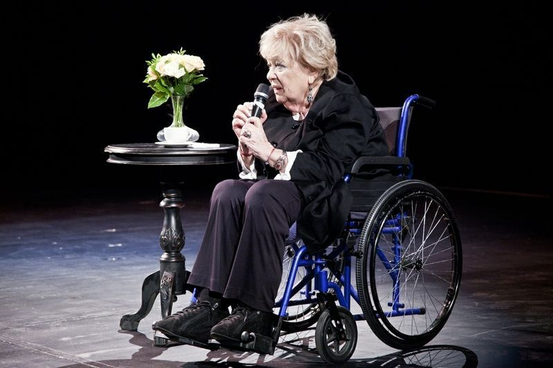 Галина Волчек у інвалідному візку