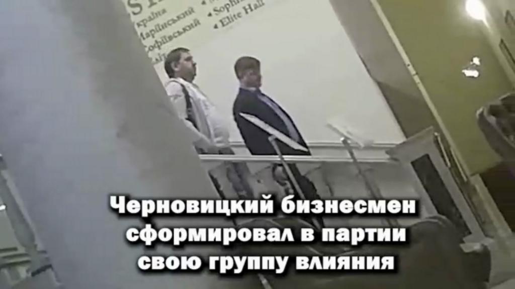 Илья Павлюк (справа)