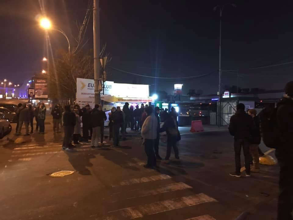 Люди не дождались автобуса в Киеве