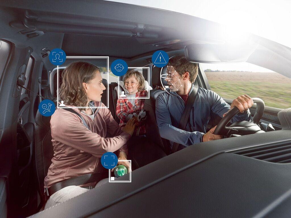 Розроблена Bosch система стежить не тільки за водієм, а й за пасажирами