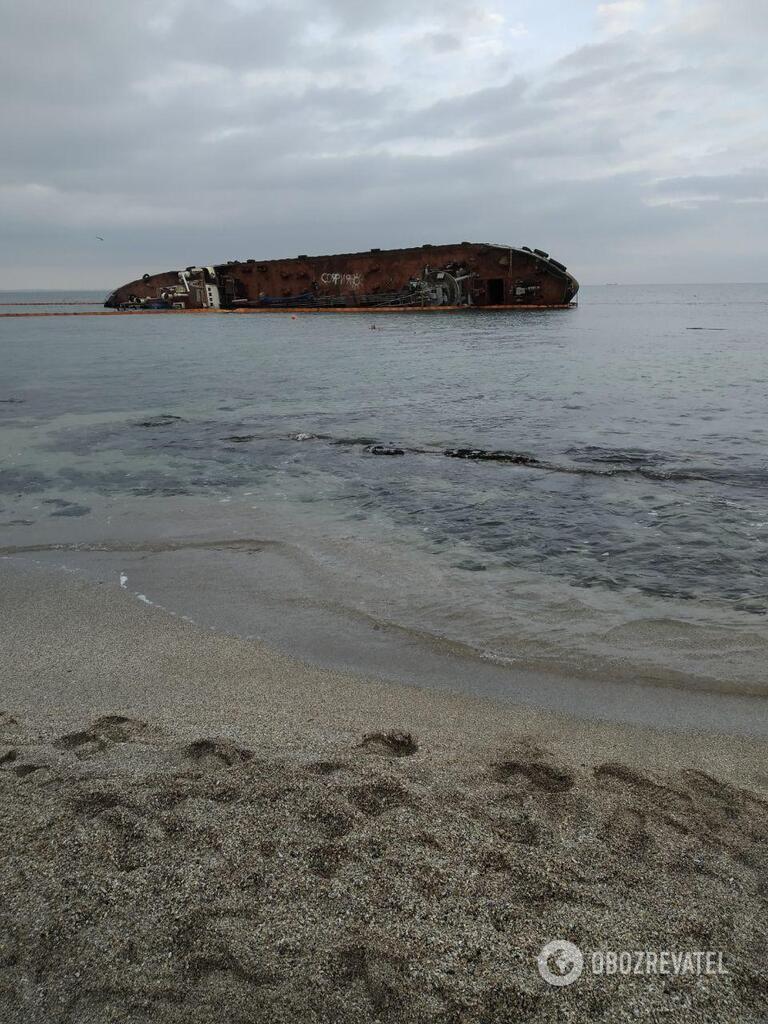 Танкер, севший на мель у побережья Одессы в ноябре 2019 года