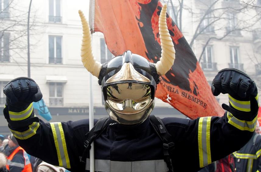 Во Франции пожарные подрались с полицией