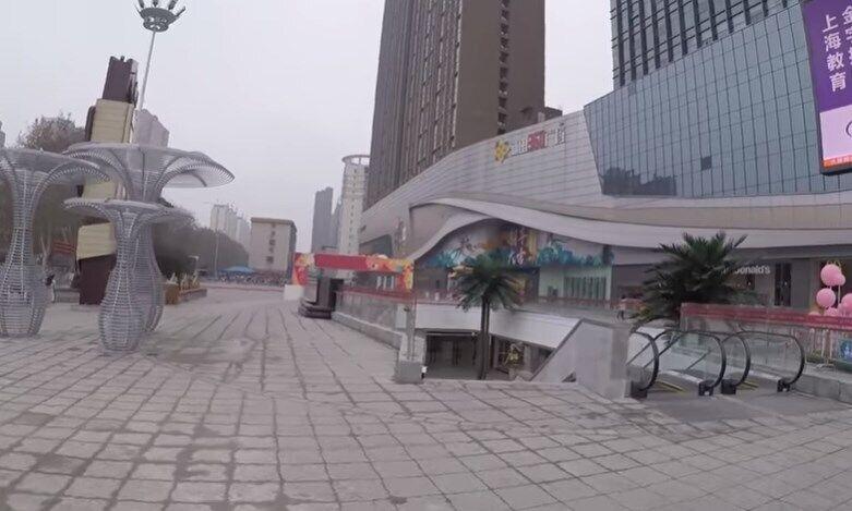 Спорожнілі вулиці китайської провінції Хенань