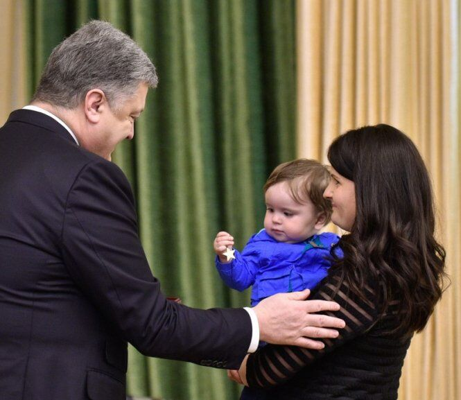 Родині вручають зірку Героя України