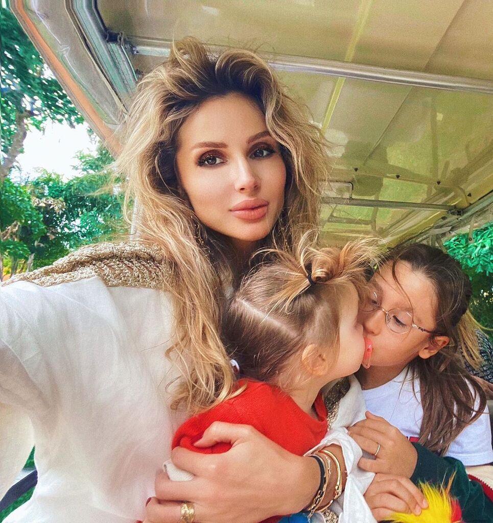 Світлана Лобода з дочками Тільдою і Євангеліною