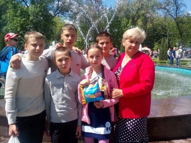 Стало відомо, скількох дітей допоміг усиновити Фонд Ріната Ахметова за 10 років