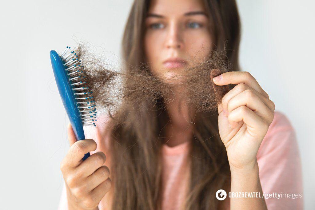 Брак вітамінів може призводити до ламкості волосся