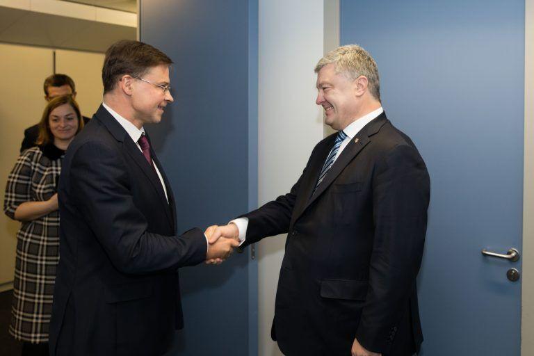Порошенко встретился с вице-президентом Еврокомиссии Валдисом Домбровскисом