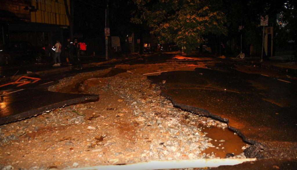 В Бразилии наводнения и оползни убили 63 человека